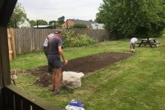 Der rives efter og anlægges nyt græs